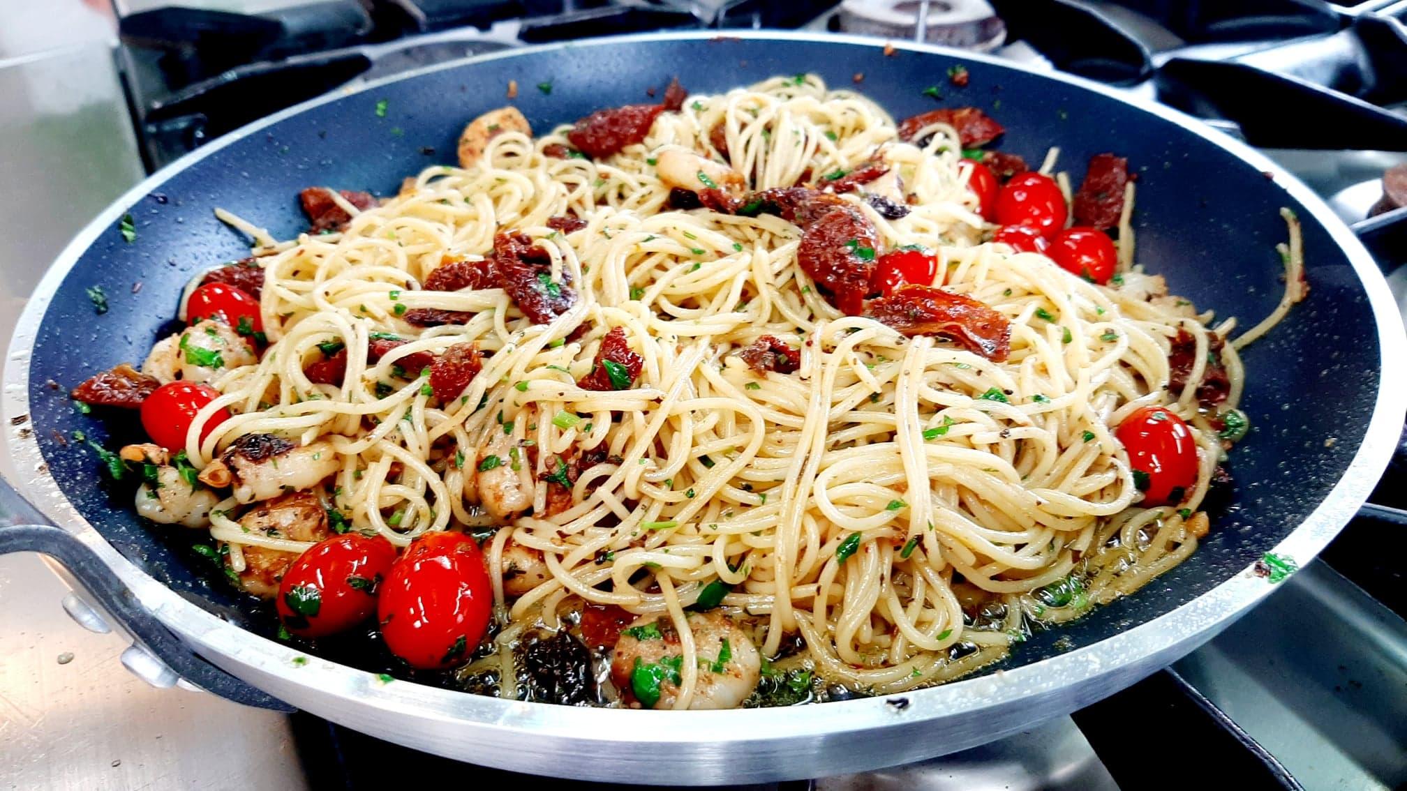 Odcinek 9 – makaron z krewetkami i suszonymi pomidorami
